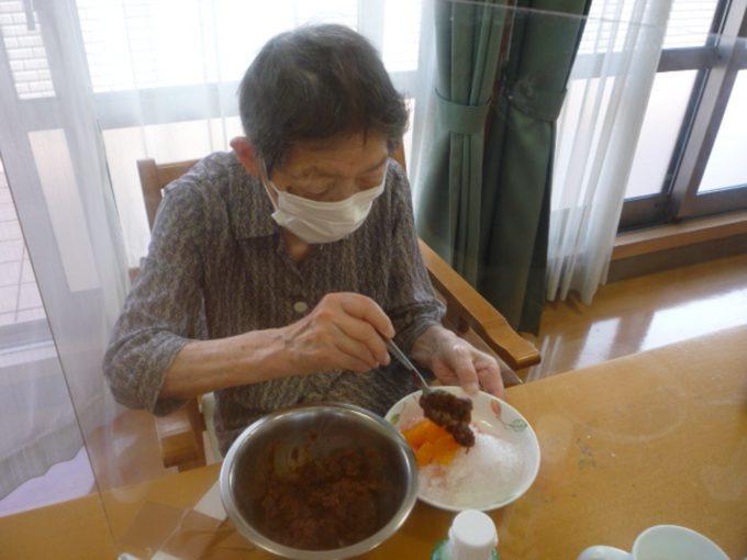 グループホーム清水区有東坂_食事レクリエーションかき氷